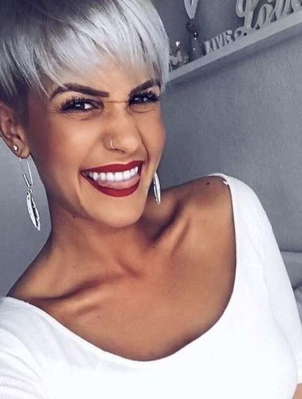 Tagli capelli medio corti grigi