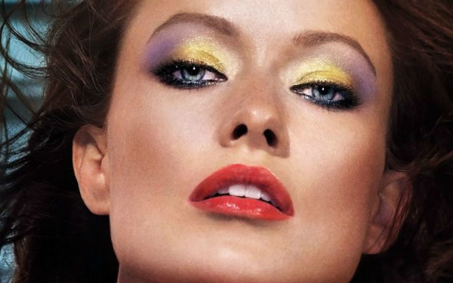 Olivia Wilde per Revlon con un trucco occhi viola e giallo