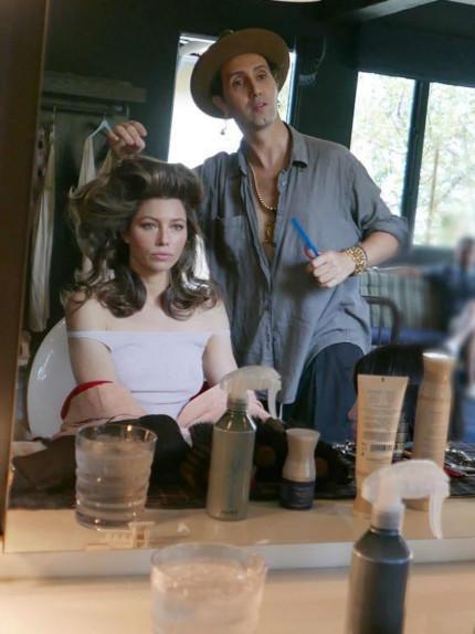 L'hairstylist Adir Abergel con Jessica Biel. Foto Instagram
