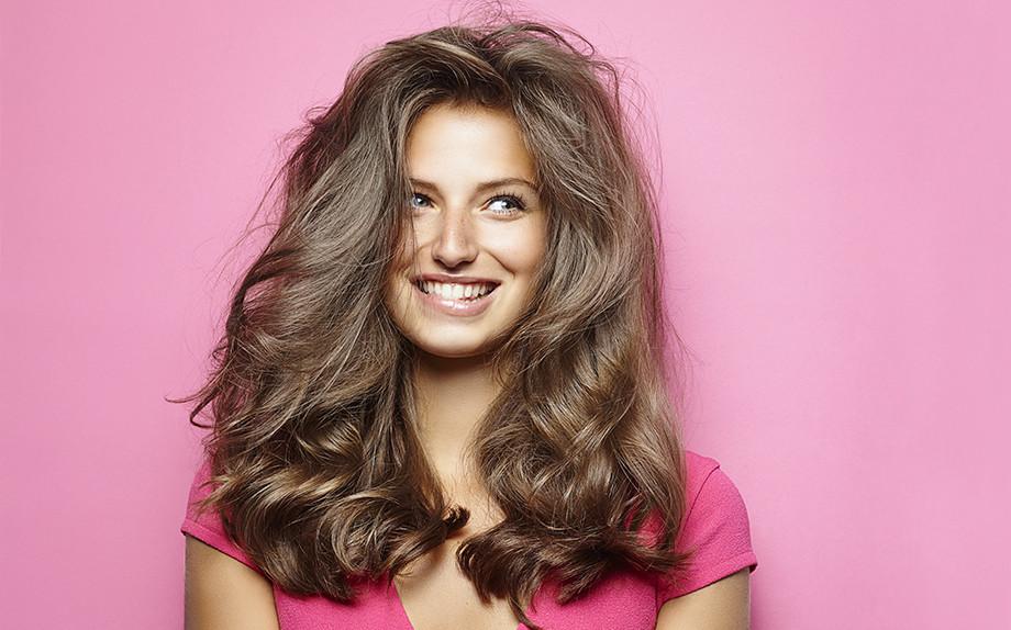 Il tuo parrucchiere usa il primer prima di farti il colore  - Glamour.it 025a29c5314c