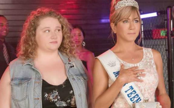 Dumplin': la lezione body-positive di Jennifer Aniston nel nuovo film Netflix