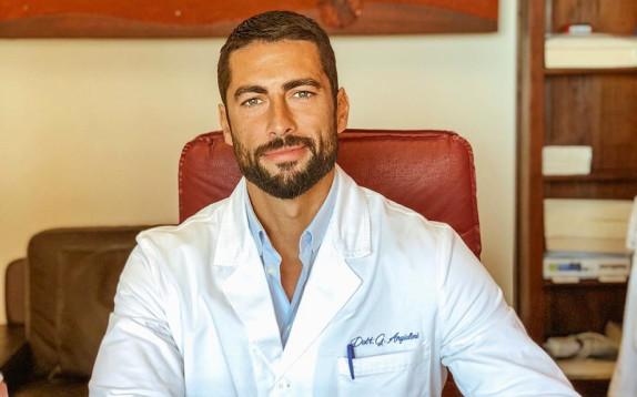 Giovanni Angiolini è il medico più desiderato d'Italia. Ma non c'è troppa perfezione?