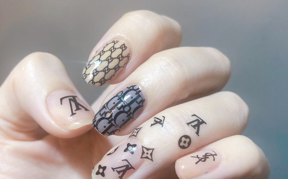 logomania, Giulia Napoli, onemoreaddiction, nail unistella, trend, nailtrend