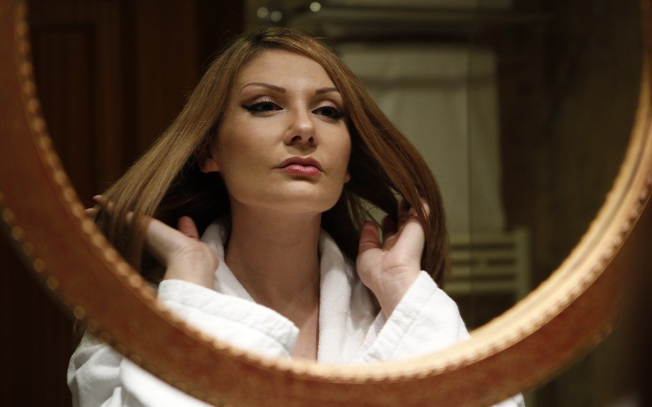 Come prendersi cura dei capelli lunghi durante l inverno - Glamour.it 14dfad3be657