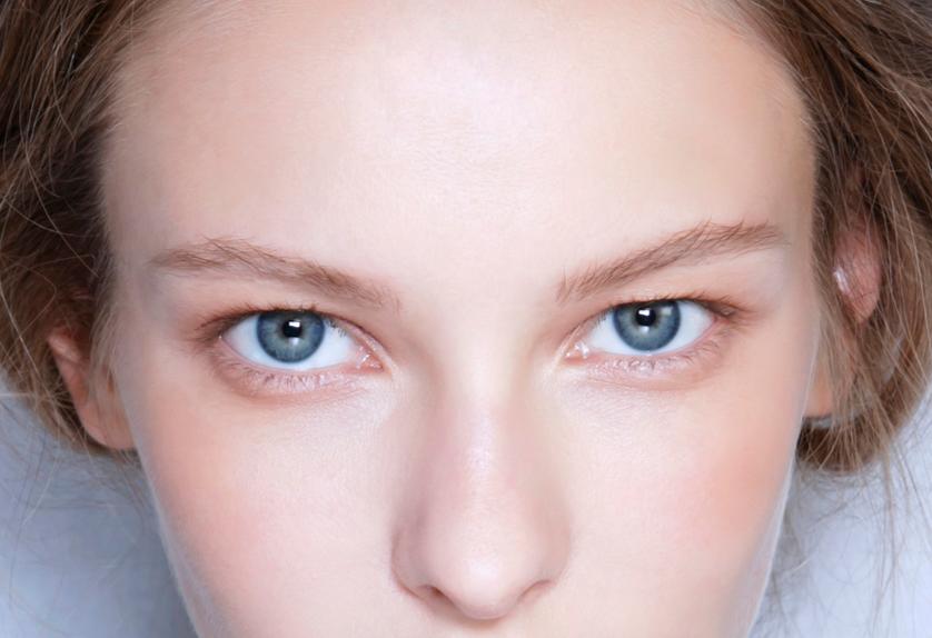 Perché ridurre il make-up fa bene alla pelle