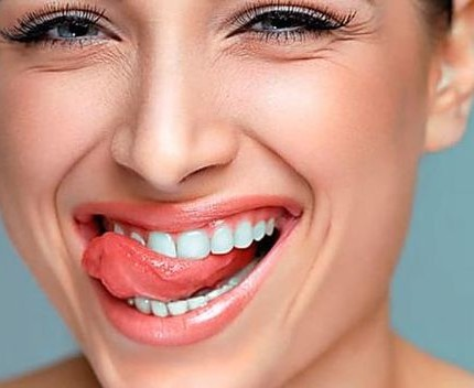 Alito fresco e denti puliti: come fare senza dentista