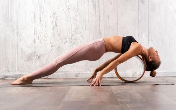 Scelto da Glamour: la ruota per fare yoga