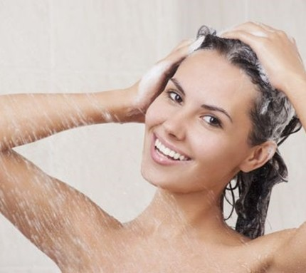 Caduta capelli: cause, rimedi naturali e prodotti efficaci