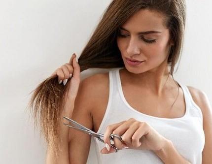 Doppie punte: come evitarle e rinforzare i capelli