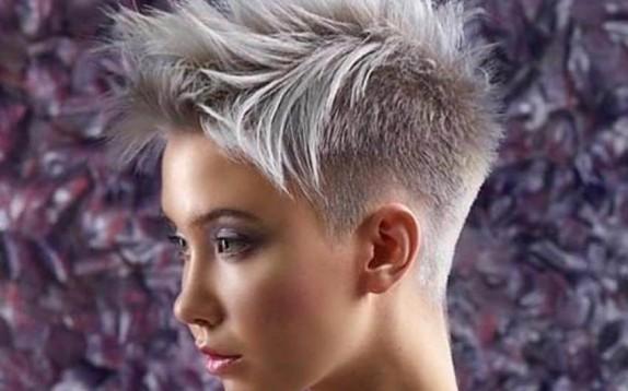 Taglio capelli 2019  Ava Max e il suo taglio double cut - Glamour.it adef6af86c2a