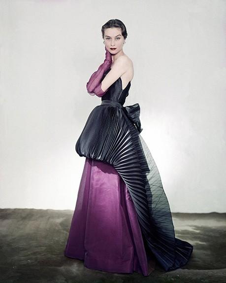 Una creazione Elsa Schiaparelli per Vogue, 1951. Foto Getty Images
