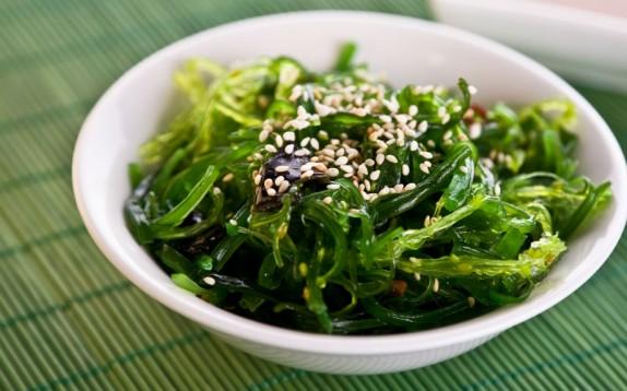 Alga wakame, è vero che fa dimagrire? Ecco la risposta