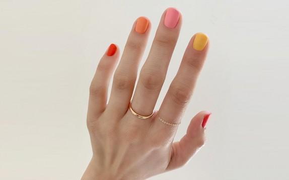 Skittles: la manicure che dà l'avvio all'autunno