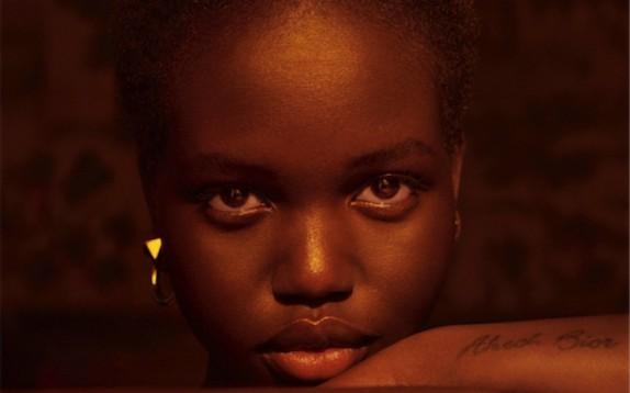 Chi è Adut Akech, la nuova Naomi Campbell