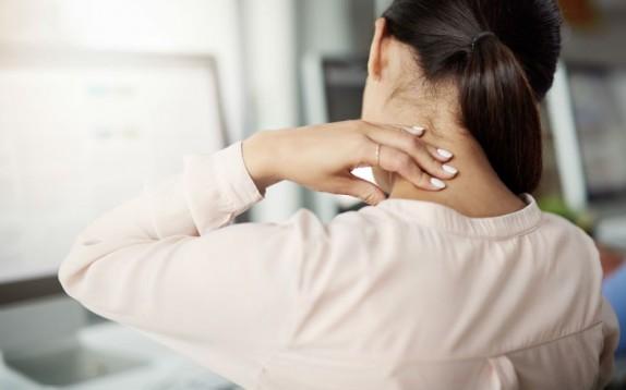 Mal di collo? Ecco 3 esercizi utili da fare per combattere il dolore
