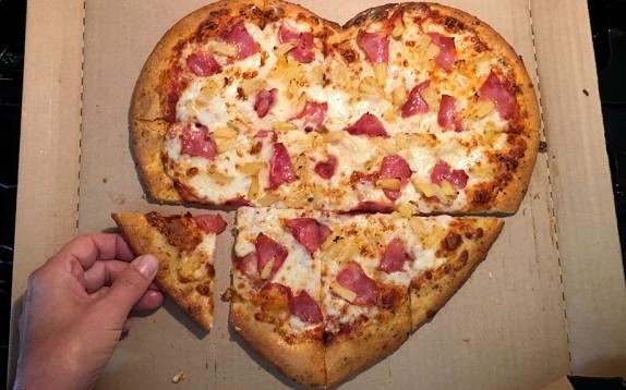 Sapete quanto dovete camminare per bruciare le calorie di una pizza?