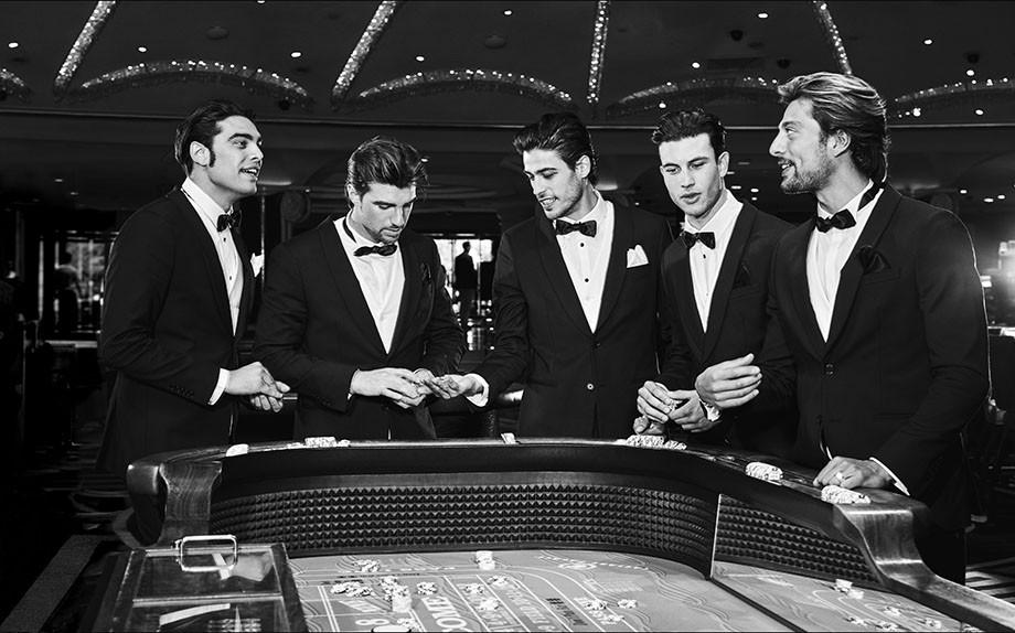 I cinque modelli italiani scelti per la  campagna che presenta la Collezione Uomo Primavera-Estate 2020 di Guess